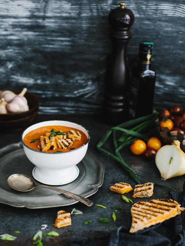 Soupe la tomate maison style campbell et cro tons de grilled cheese science fourchette - Potage a la tomate maison ...